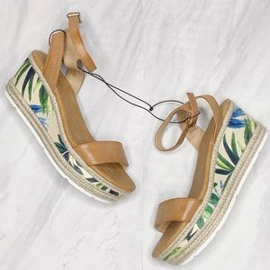 NEW Me Too Spinx Espadrille Wedge